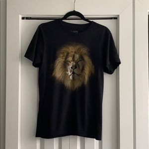 Aritzia graphic lion tshirt